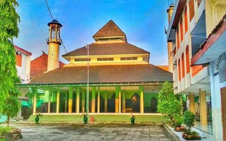 Safari Ziarah dan Berdoa di Makam KH. Romli Tamim Jombang ...