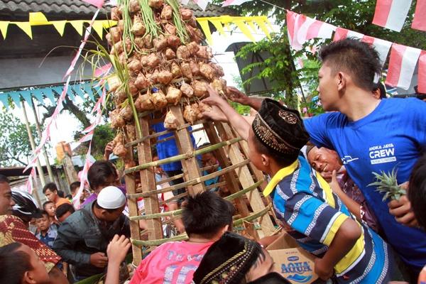 Tradisi Kupat dan Wisata Ziarah di Payaman Magelang