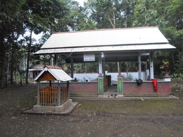 Touring wisata di Kebumen dan Bertawassul Makam Syekh Mubin