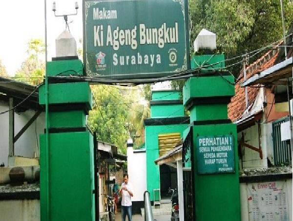 Traveling di Surabaya dan Ziarah Makam Sunan Bungkul