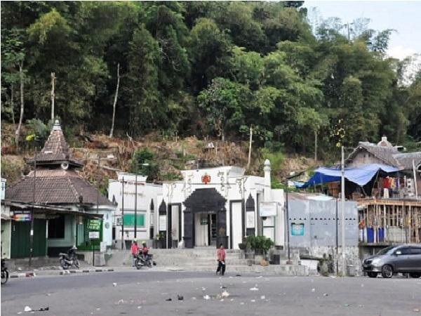 Wisata Religi dan Bertawasul di Makam Waliyullah Gunungpring