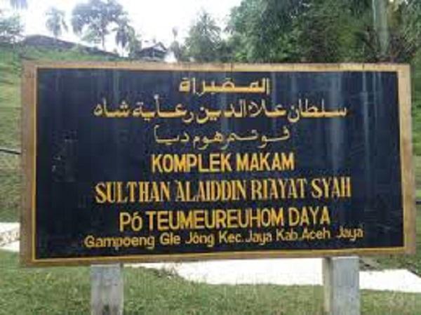 Safari Religi dan Berdoa di Makam Po Teumeureuhom Daya