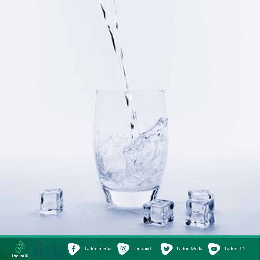 Cara Minum Air Putih dari Para Ulama Ahli Shalawat
