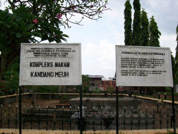 Bersafari Religi dan Berdo'a di Komplek Makam Kerajaan Kandang Meuh