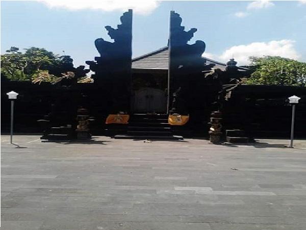 Wisata ziarah dan Berdoa di Makam Raden Mas Sepuh di Tabanan, Bali