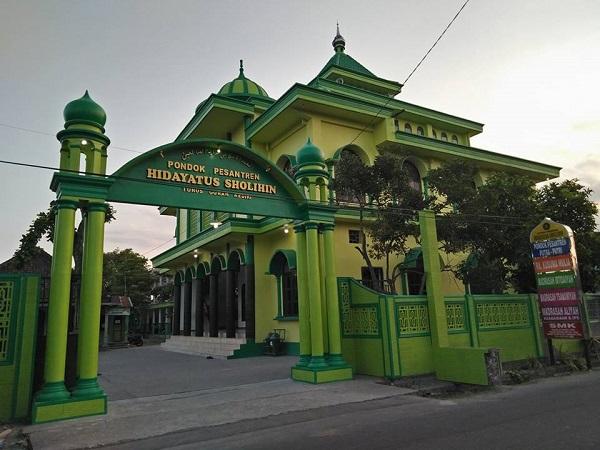 Profil Pesantren Hidayatus Sholihin Kediri