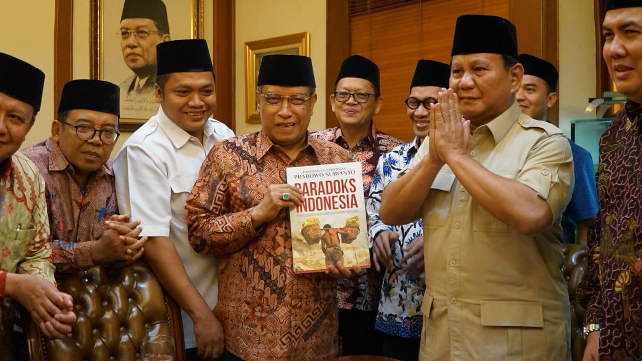 Sambangi PBNU, Prabowo Minta Maaf ke Kiai Said