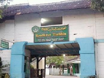 Pesantren Raudlatut Thalibin Tanggir Tuban