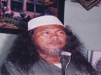 Biografi KH. Maksum Jauhari