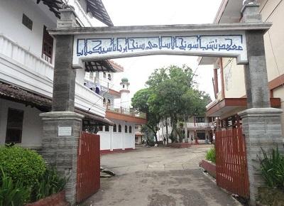Wisata Rohani dan Bertafakkur Makam KH Ilyas Ruhiyat Tasikmalaya