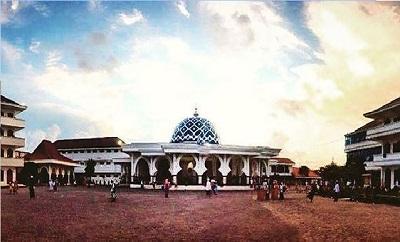 Lintas Ziarah dan Bertawassul di Makam KH. Achmad Asrori Al-Ishaqi Surabaya