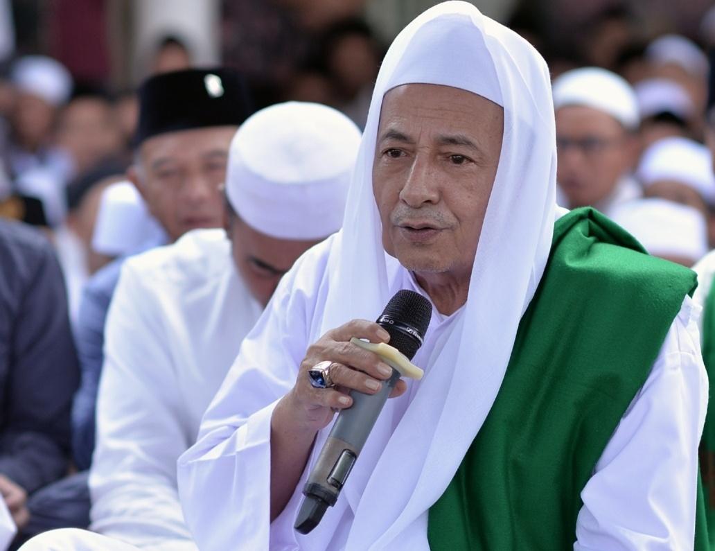 Maulana Habib Luthfi: Jangan Biasakan Membaca Shalawat yang Buntung