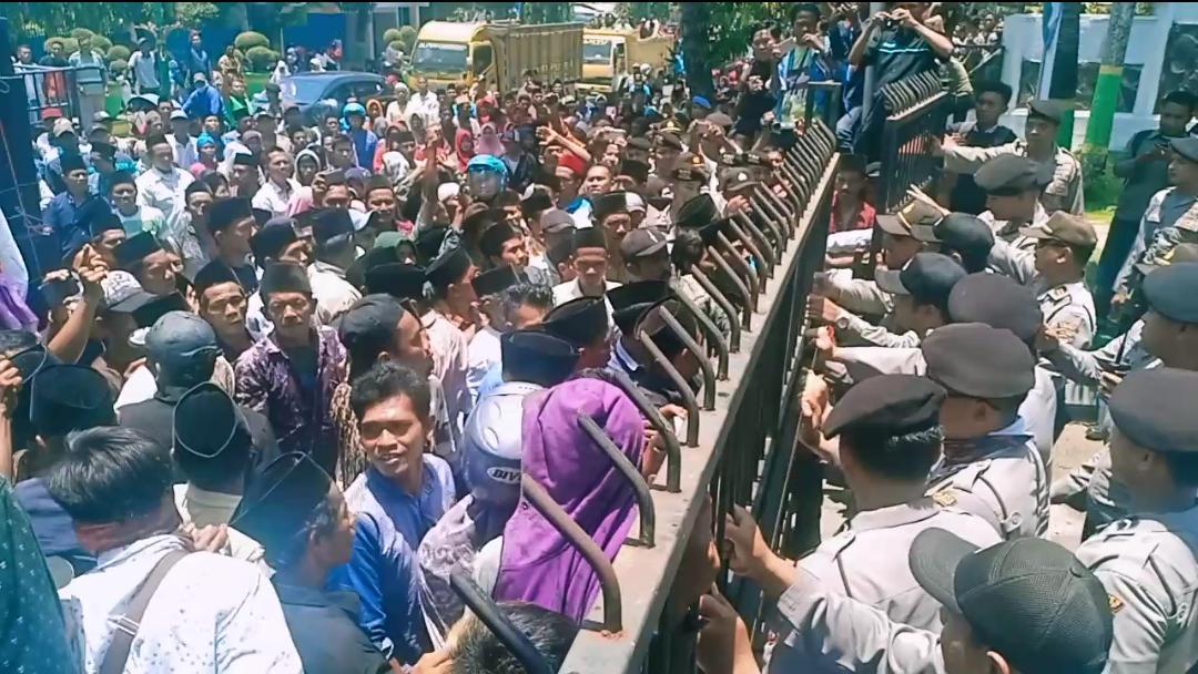 Jagoan Tidak Lolos Cakades, Warga Demo DPRD Sumenep