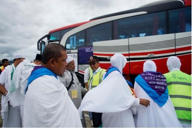 Jamaah Calon Haji Aceh Kloter Pertama Terbang ke Tanah Suci