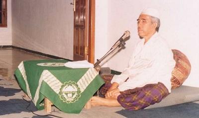 Biografi KH. Asyhari Marzuqi