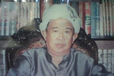 Biografi KH. M. Syafi`i Hadzami