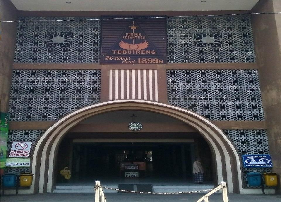 Wisata Ziarah dan Berdoa di Makam KH. Wahid Hasyim Jombang