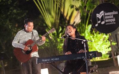 KOMUJI: Kajian dengan Iringan Alunan Musik dalam Kebersamaan