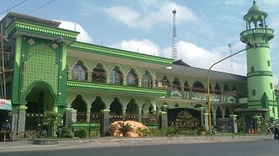 Wisata Religi dan Tawassul di Makam Al Habib Alwi Bin Ali Al Habsyi Solo