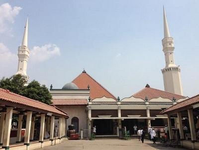 Wisata Religi dan Bertawassul di Makam Habib Husein Luar Batang Jakut