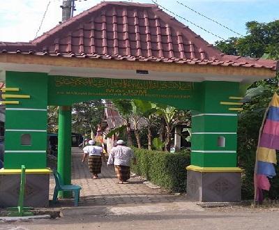 Wisata Ziarah dan Bertawassul di Makam KH Chasbullah Badawi Cilacap