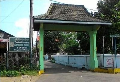 Wisata Religi dan bertawassul di Makam KH Masykur Malang
