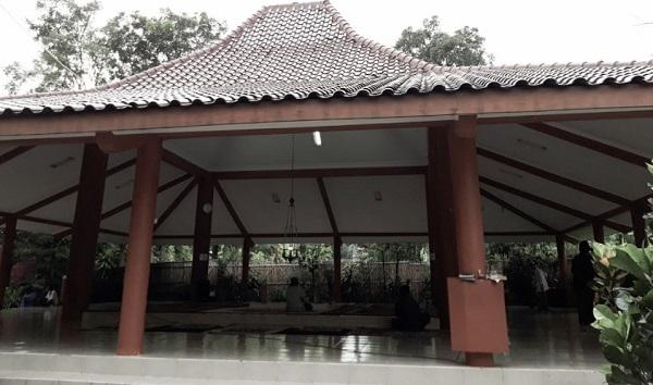 Wisata ziarah dan Berdoa di Makam KH Mufid Mas'ud Sleman