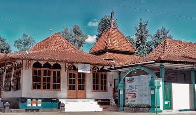 Wisata Rohani dan Brtawassul di Makam KH Warson Munawwir Bantul
