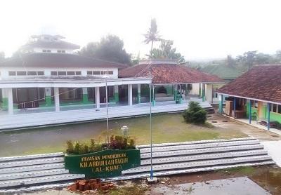 Wisata Rohani dan Berdoa di Makam KH. Abdullah Faqih Banyuwangi