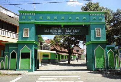 Wisata Religi dan Bertawassul di Makam KH. Bisri Syansuri Jombang