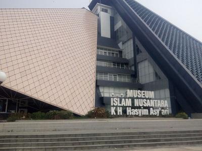 Wisata Religi dan Bertawassul di Makam KH. Hasyim Asy'ari Jombang