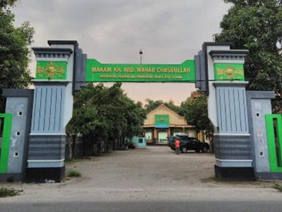 Wisata Ziarah dan Berdoa di Makam K.H Abdul Wahab Chasbullah Jombang