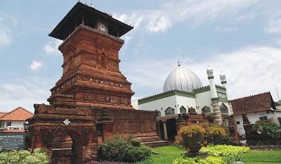 Wisata dan Berziarah di Makam K.H.R Asnawi kudus