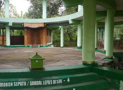 Wisata Religi dan Bertafakkur di Makam K.H. Idris Kacangan Boyolali