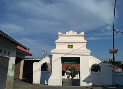Safari Religi dan Berdo'a di Makam Kyai Nur Iman Mlangi, Sleman