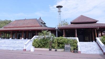 Wisata dan Ziarah Makam Wali Sunan Jepara