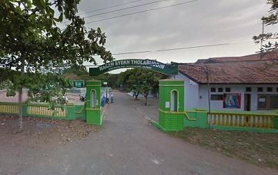 Wisata dan Ziarah di Makam Syeikh Tholabuddin Batang