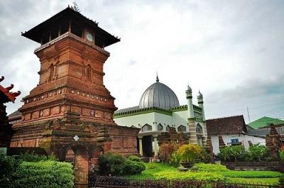 Wisata Ziarah Masjid Al Aqsha dan Makam Sunan Kudus