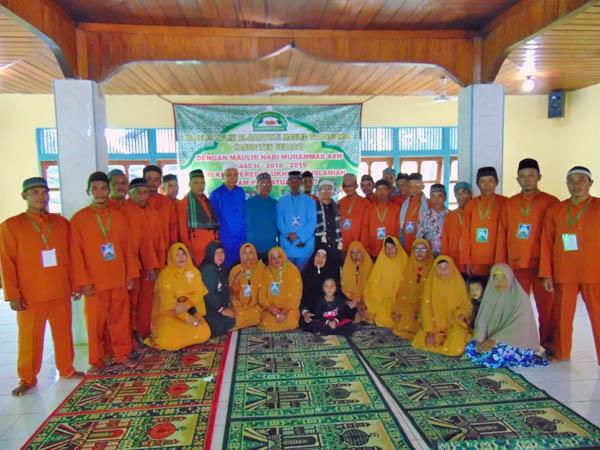 Warga Dusun Tanjak Dait Sekadau Gelar Peringatan Maulid Nabi Saw Secara Tradisional
