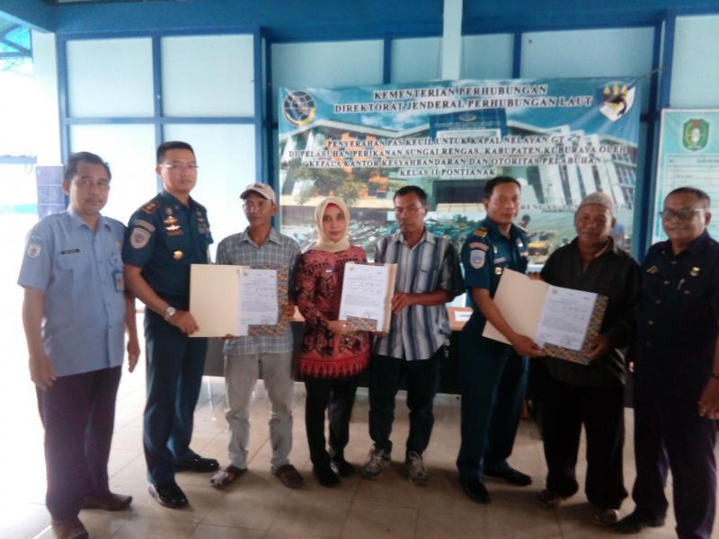 100 Kapal Nelayan di Kubu Raya Mendapat Pas Kecil