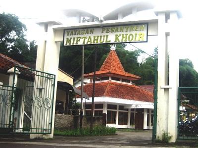Pesantren Mahasiswa Miftahul Khoir Bandung