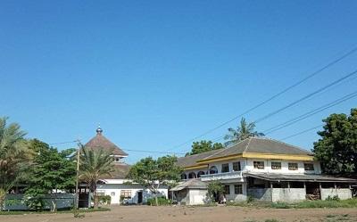 Pesantren Manba'ul Hikam Situbondo