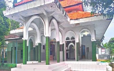 Pesantren_Salafiyah_Al-Choliliyah_Lekok_Pasuruan_Jawa_Timur.jpg