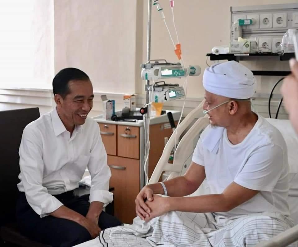 Jokowi Jenguk Ustadz Arifin Ilham