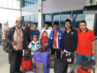 Tradisi Selamatan Muslim Kokoda untuk Keberangkatan 2 Anak Mondok di Jawa
