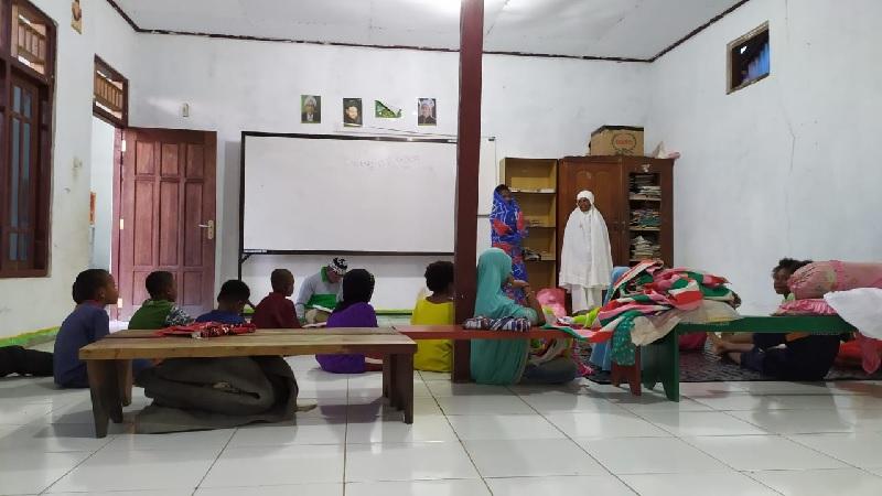 Kisah Anak Suku Kokoda Ingin Sholat Shubuh Berjamaah dan Belajar Ngaji Rela Tidur di Madrasah