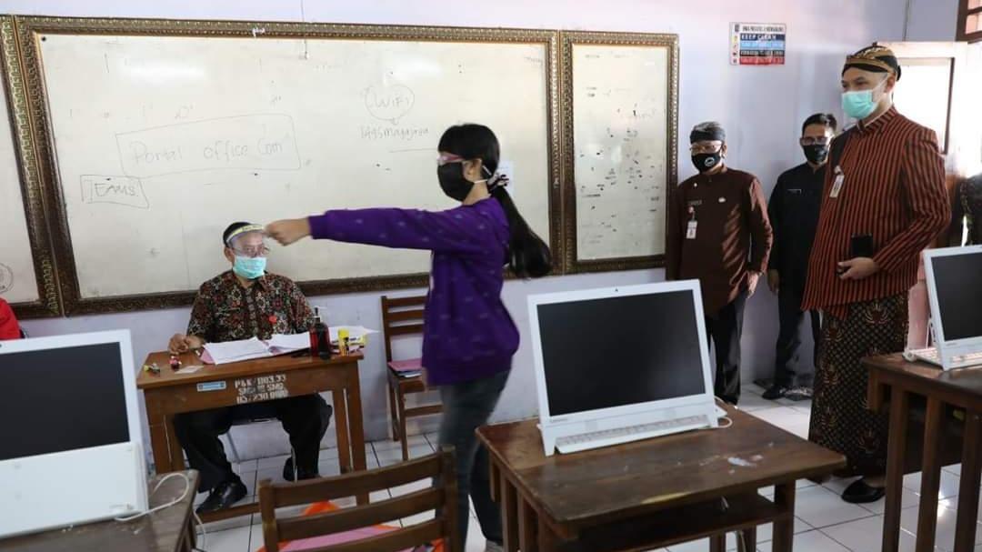 Sidak Verifikasi PPDB di SMA 3 Semarang, Ganjar: Kalau Ada Kecurangan, Coret!