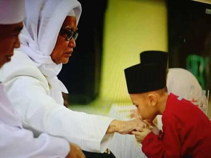 Nasihat KH. Anwar Mansyur Lirboyo Kepada Orang yang Berilmu