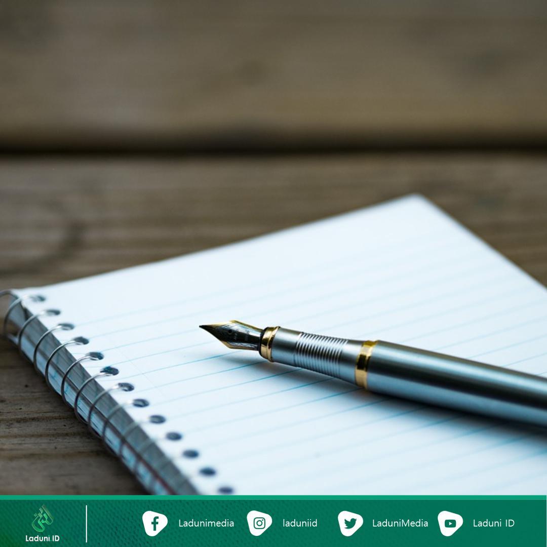 Kisah Imam Syafi'i Menulis dengan Jari dan Telapak Tangannya