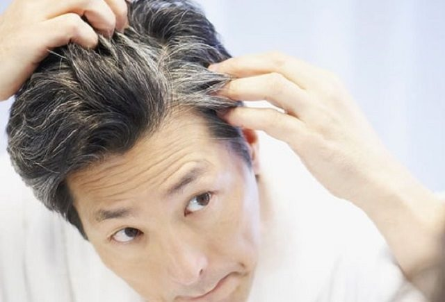 Menyemir Rambut dengan Warna Hitam, Bolehkah?